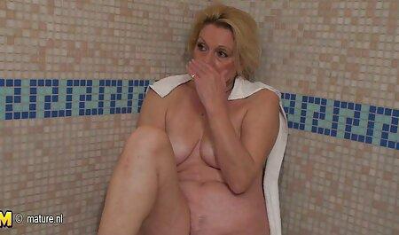מזיין סרטי סקס אונס חינם באיטיות את החורים של אשתו.