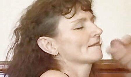 אסיאתית הראתה את עצמה סרטי סק חינם בתרגילי ההתעמלות הקשים שלה.