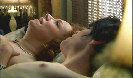 ברגע סרטי פורנו חינם שהנערה נרדמה הגבר התחיל לזיין אותה