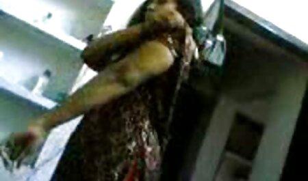 עירומה עטופה בחבל הגוף סרטי סקס לצפיה מידית הארוך שלה.