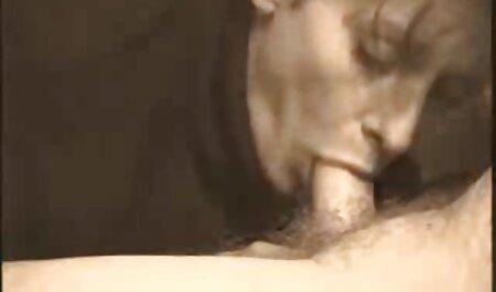 עושה את סרטי סקס חינם ללא תשלום התחת הבלונדיני בתחת קרמפי