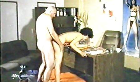 תירגע במקלחת עם סרטים כחולים סקס חינם הבחורה.