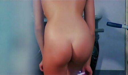 קח לאונן חצאית ורגל בלונדינית על השולחן סרט סקסי חינם