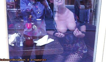 האישה סרטי סקס צפיה ישירה צולמה בחשאי בזמן שבעלה בגד במרפסת