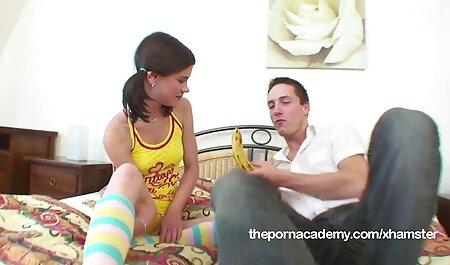 הוא סרטי סקס מלאים לצפיה ישירה עשה חור באצבעותיו ושתל צעצוע.