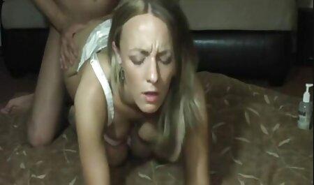 פי הטבעת הרזה סרטי סקס חינם אלים מזיין את הזין של הבחור בכיסא.