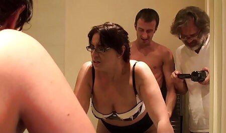 אהבה לזיין את שני החורים באישה אחרת ולבעוט בפה סרטי סקס מלאים חינם שלה