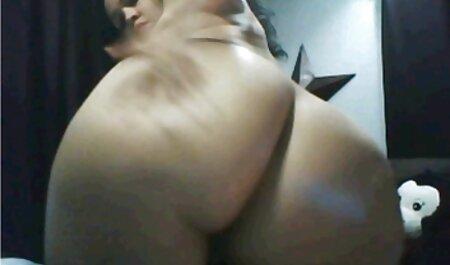 המנקה מעשנת ומאוננת במרפסת סרטי סקס לצפיה מידית