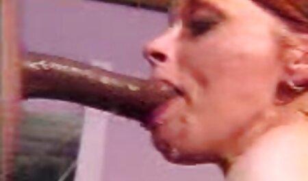 גבר מול מצלמה סרטונים של סקס חינם מזיין ושפיך פה