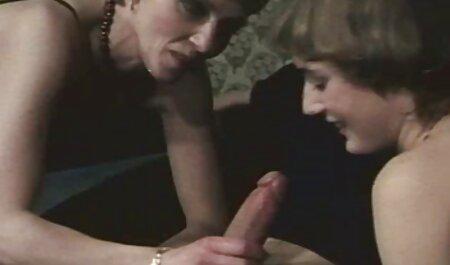 אחרי שהחבר התעסק עם הויברטור, היא ישבה על הפנים שלה סרטי סקס חינם אלים