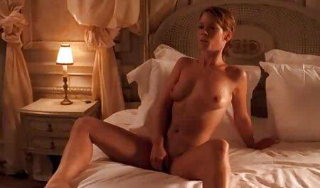 לסביות סרטונים של סקס חינם צעירות מזדיינות בחווה מאחורי הטרקטור.