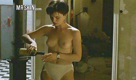 אישה בתפקיד של פילגש צבאית מורה להציג סרטי סקס חינם בגידות את בעלה