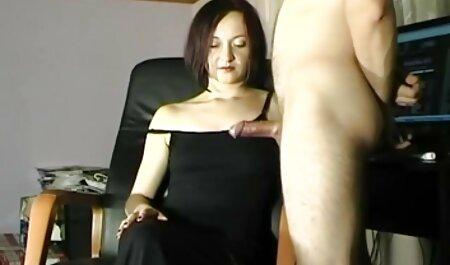 אישה התעוררה מהלשון סרטי גייז באורך מלא שלה ולבסוף מתחה את הכוס שלה