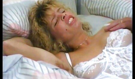 בחורה שווה סרטי פרונו חינם נתנה לה שני גברים למיטה.
